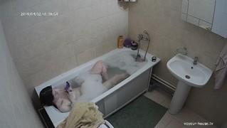 Leah afternoon bath apr 2