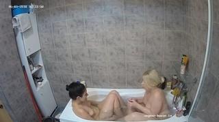 Ary anni late bath jun 1